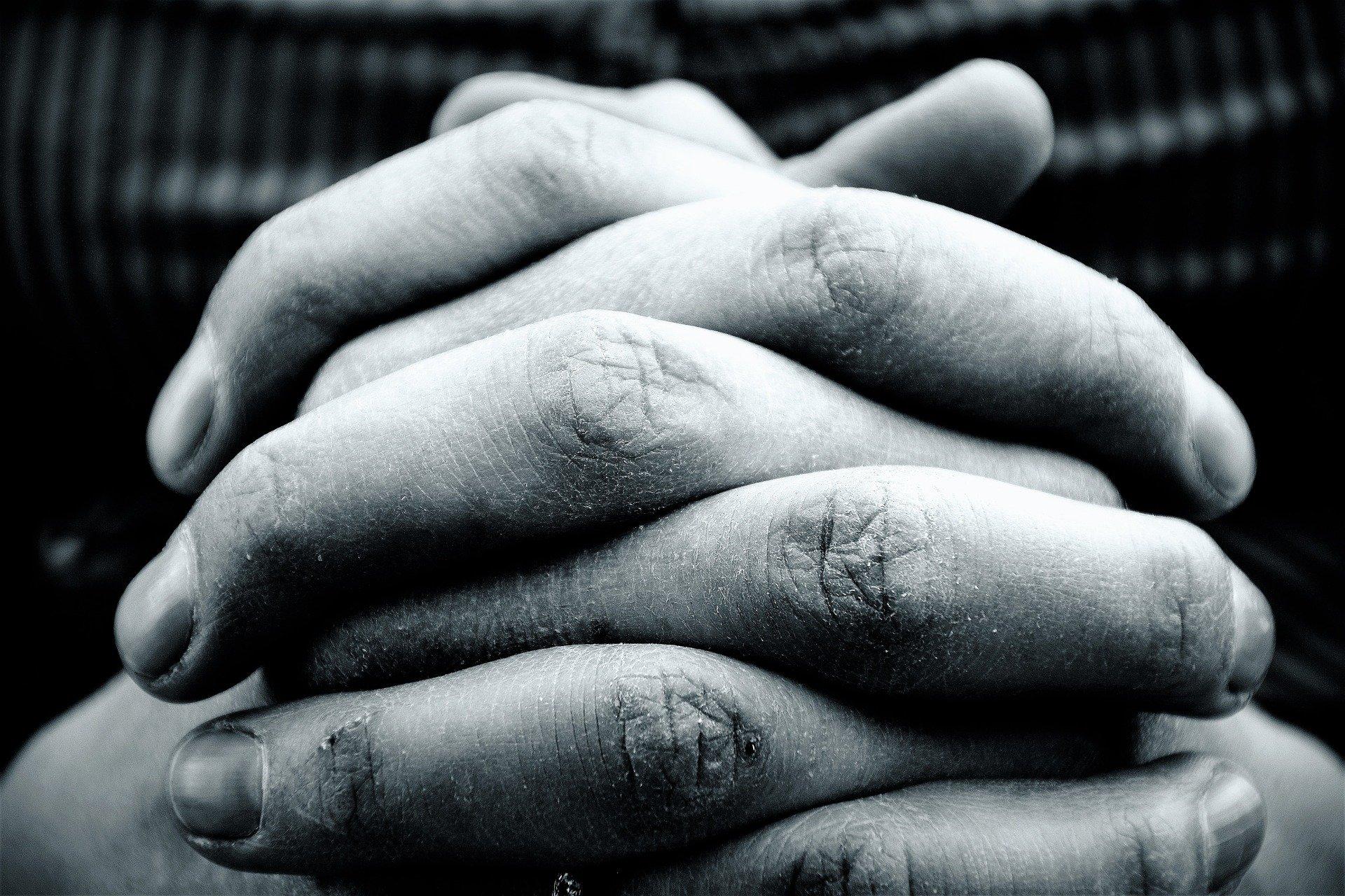 hands-2274255_1920